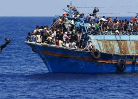 """230 مهاجرا على متن سفينة """"لايف لاين"""" ينتظرون حلا دبلوماسيا في البحر"""
