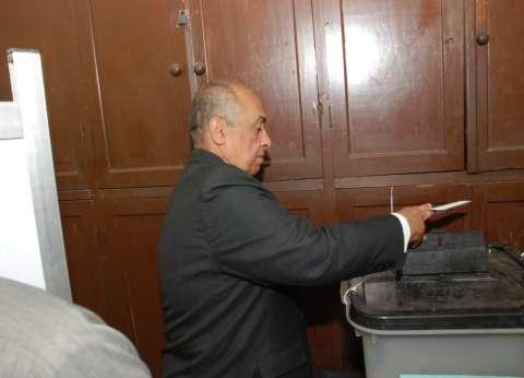 وزير الزراعة يدلي بصوته في الاستفتاء بلجنة المساحة بالدقي