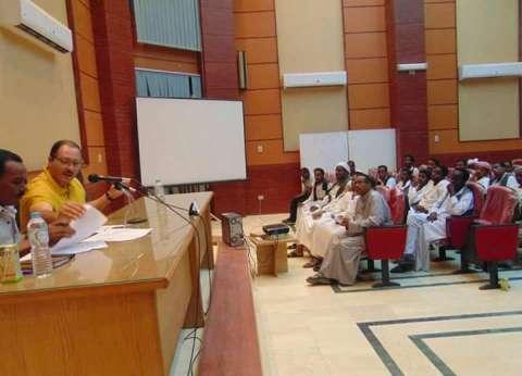 رئيس مدينة الشلاتين يعقد ندوة تثقيفية للشباب