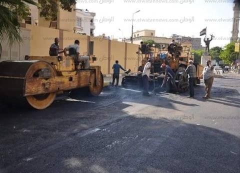 محافظ الإسماعيلية يتفقد أعمال رصف الشوارع في حي أول