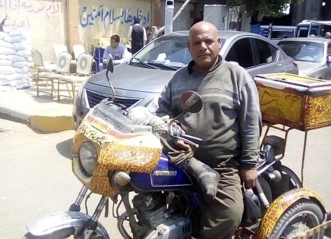 """""""عوض"""" يتحدى إعاقته ويشارك في الاستفتاء بعزيمة حديد: مصر ليها حق علينا"""