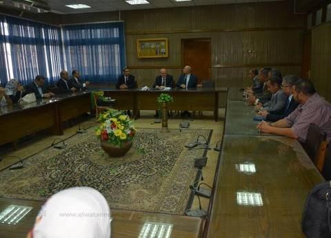 رئيس جامعة الزقازيق يشدد على ضرورة منع الغش بالامتحانات