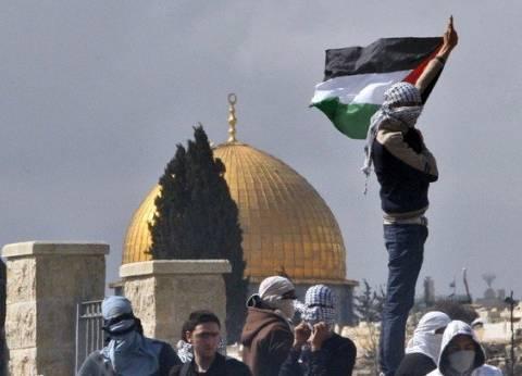 رغم محاولة اغتياله العام الماضي.. حاخام يهودي يزور باحة المسجد الأقصى
