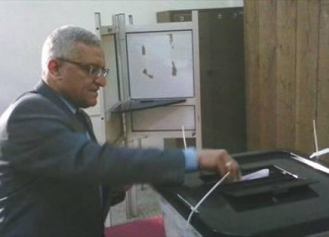 رئيس جامعة المنيا يدلي بصوته في الانتخابات البرلمانية.. ويدعو الطلاب للمشاركة