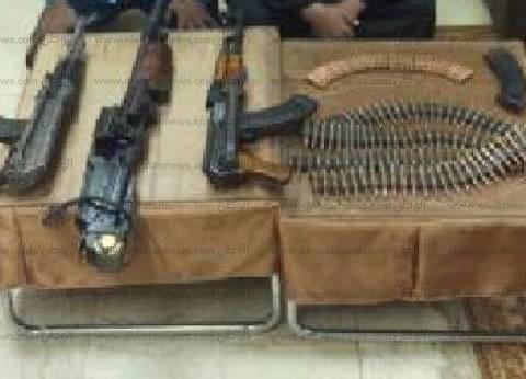 ضبط 5 قطع سلاح نارى بينهم بندقية آلى بحوزة عامل بديروط