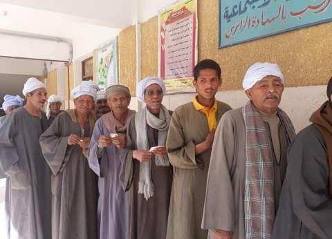توافد كبار السن على لجان أطفيح والعياط للتصويت في الاستفتاء
