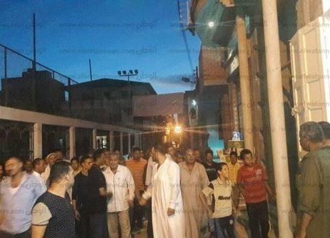 """مستخدما """"ميكرفون"""" مسجد.. مواطن يحث الناخبين على المشاركة في الانتخابات"""
