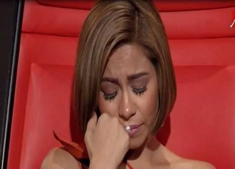 """شيرين تبكي في """"The Voice"""" إعجابا بأداء متسابقة.. والاخيرة تنضم لكاظم الساهر"""