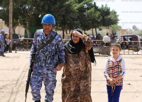 بالصور  تزايد أعداد الناخبين بكفر الشيخ.. والأمن يساعد كبار السن