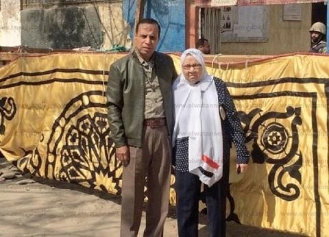 """""""حمدية"""" الأم المثالية في 1990: """"بقول لولادي وأحفادي والمصريين شاركوا"""""""