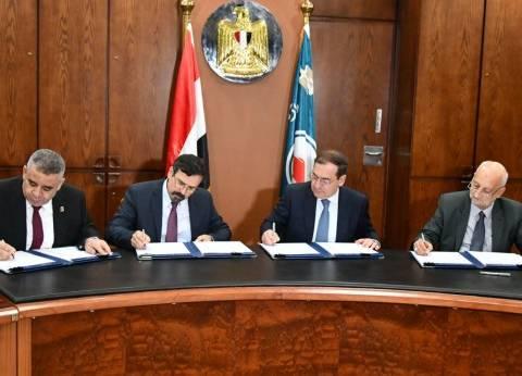 """""""الملا"""" يوقع 3 اتفاقيات جديدة للبحث عن البترول والغاز"""