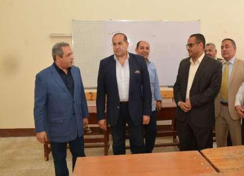 محافظ سوهاج ومدير الأمن يتفقدان تجهيزات المقرات الانتخابية