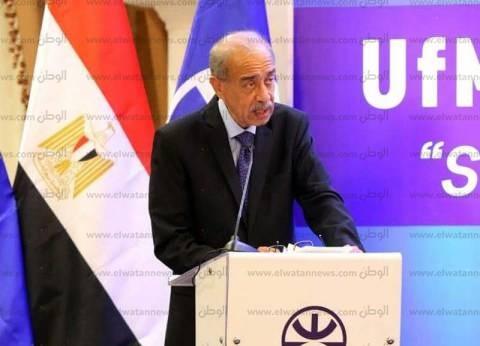 """إسماعيل يناقش خطط """"البيئة"""" لتطبيق منظومة إدارة المخلفات الجديدة"""