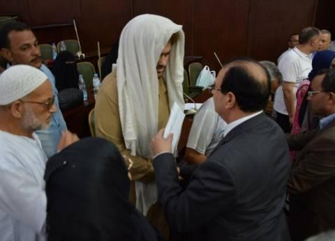 محافظ الدقهلية يسلم أسر ضحايا حادث بورسعيد 400 ألف جنيه إعانات
