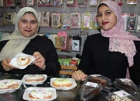 «آلاء وحسنة» ورثتا صناعة الحلويات عن والدتهما: «الوظيفة مابتفتحش بيت»