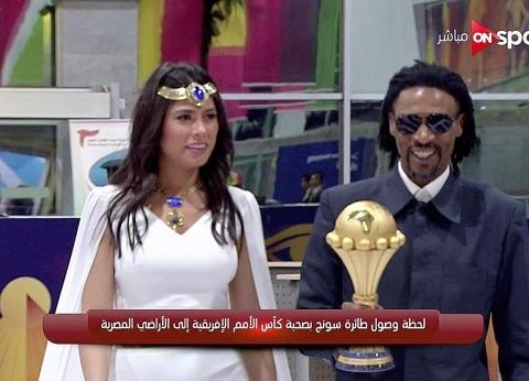 """أحمد موسى يمازح هاجر أحمد: """"كنتي المفروض تسألي سونج عن زيدان"""""""