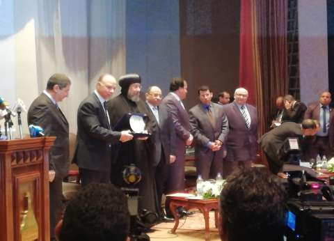 """عبد الغفار يكرم الطيب وتواضروس بمؤتمر """"معا من أجل مصر"""""""