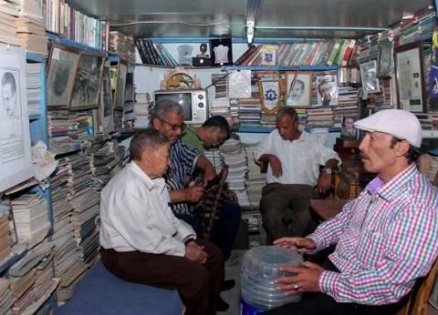 مكتبة الكابتن غزالى «شاعر المقاومة»  قبلة المشاهير.. ونجله: «صدقة جارية على روحه»