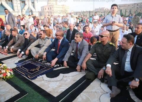 بالصور| محافظ كفر الشيخ يؤدي صلاة العيد بالاستاد الرياضي