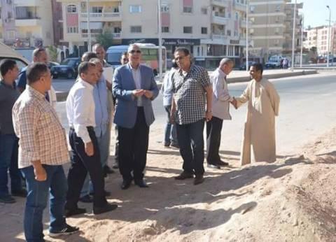 محافظ البحر الأحمر يتفقد أعمال تطوير شارع المستشفى المصري