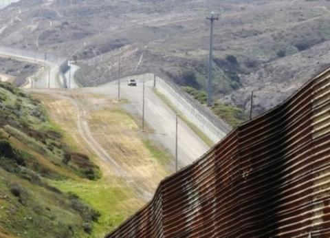 بدء مشروع الجدار الحدودي الأمريكي مع المكسيك بـ 145 مليون دولار