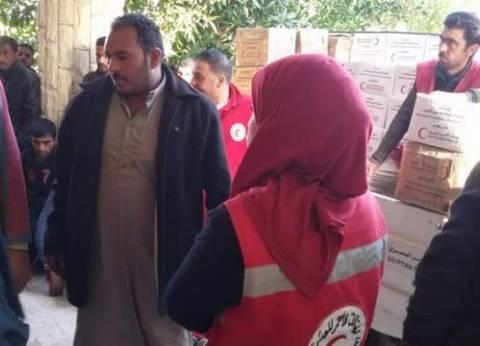 الهلال الأحمر بشمال سيناء يوزع إعانات غذائية في بئر العبد