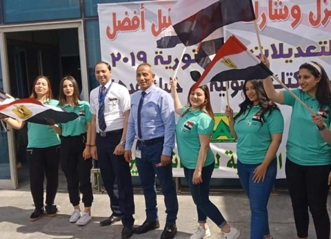 تدفق العاملين بالمطارات المصرية للإدلاء بأصواتهم في الاستفتاء