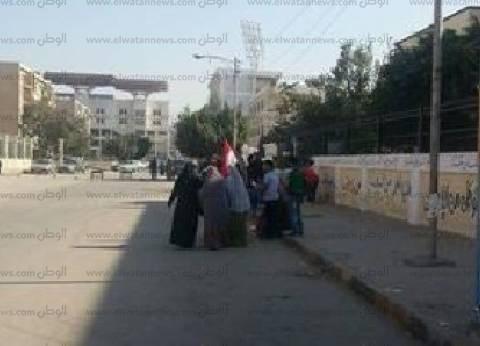 """سيدات الإسماعيلية يتوجهن إلى المقار الانتخابية رافعات """"أعلام مصر"""""""