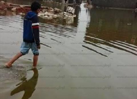 مياه الأمطار تحاصر الورش والبيوت والمدارس بدمياط.. ومواطنون يطالبون بمحاسبة المسئولين