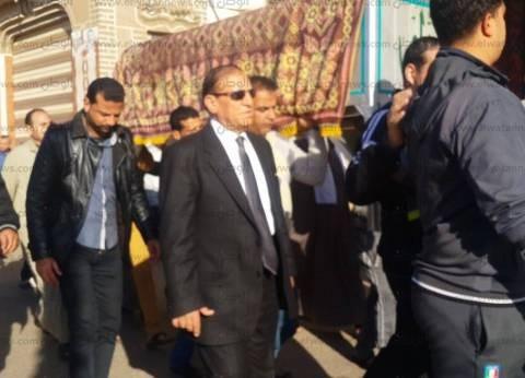 الفريق سامي عنان يتقدم جنازة شقيقته في المنصورة