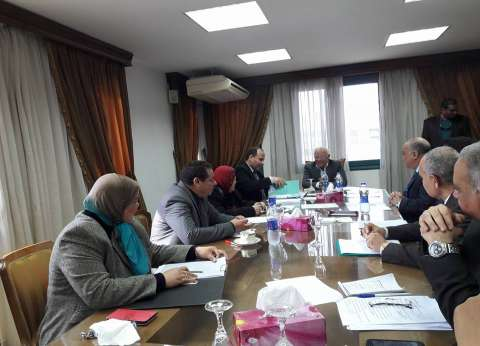 محافظ بورسعيد يطالب بتغيير ثقافة الشباب تجاه العمل بالقطاع الخاص