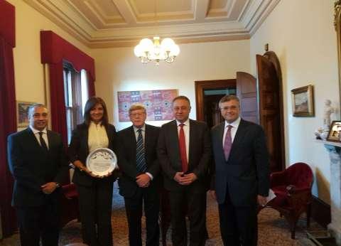 مكرم تلتقي وزير الثقافات المتعددة ورئيس اللجنة التشريعية بالبرلمان الأسترالي