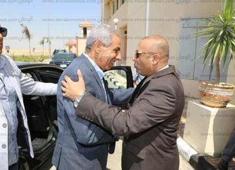 وزير التجارة والصناعة يتفقد مجمع الصناعات الصغيرة بمدينة السادات