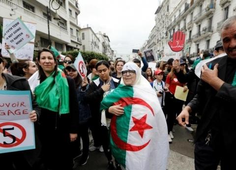مظاهرات الجزائر تطالب الجيش بمواصلة دعم الحراك الشعبي