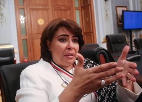 بالفيديو| النائبة غادة عجمي تشارك المصريات احتفالهن أمام السفارة بدبي