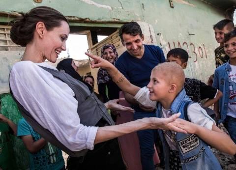 أنجلينا جولي تزور مخيما للاجئين السوريين في شمال العراق