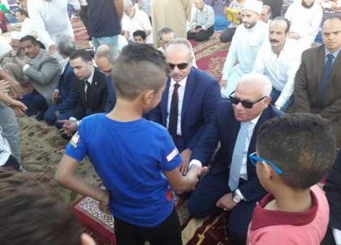محافظ بورسعيد وقيادات يؤدون صلاة العيد بساحة المعمورة