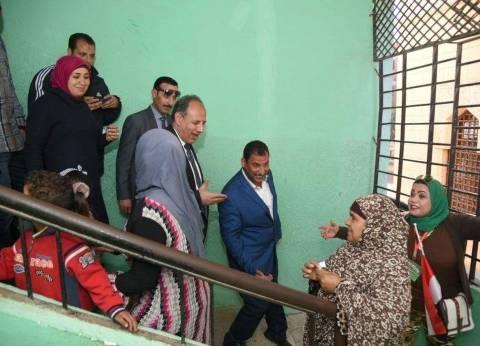 محافظ الإسكندرية يطمئن على سير الانتخابات الرئاسية بيومها الثالث