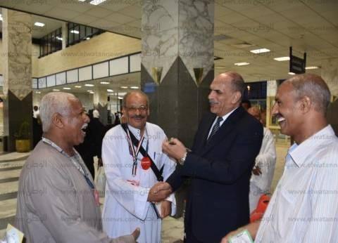 بالصور| السكرتير العام بأسوان يودع الحجاج بالمطار الدولي