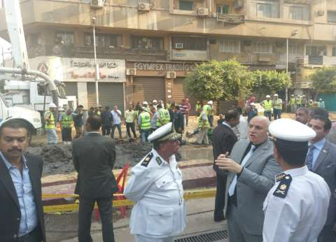 بعد انكسار ماسورة مياه.. مدير أمن القاهرة يتفقد حركة المرور بوسط البلد