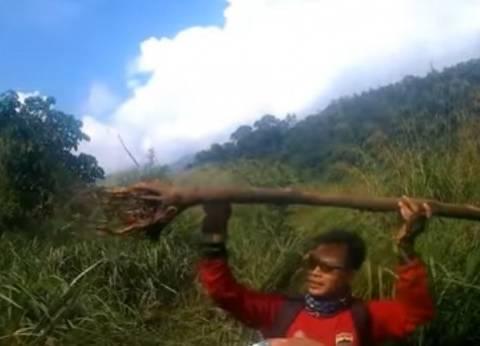 بالفيديو| مخلوق غامض يثير الرعب في إندونيسيا.. يشبه الإنسان