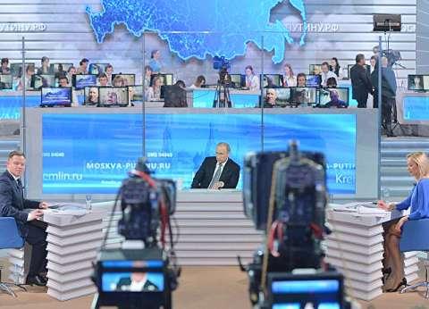 """5 ساعات على الهواء.. برنامج """"الخط المباشر مع بوتين"""": يذاع من 18 عاما"""