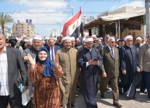 """محافظ الدقهلية يقود مسيرة """"الأوقاف"""" لحث المواطنين على الاستفتاء"""