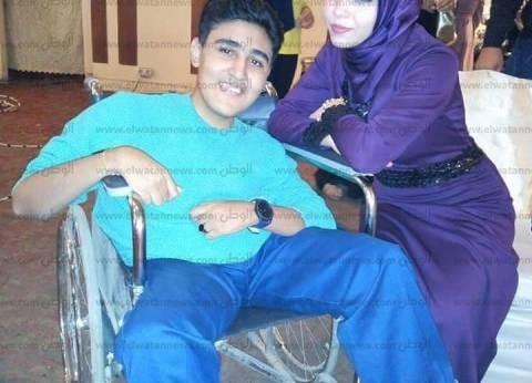 """محمود يعاني من ضمور العضلات.. ووالده: """"عايز علاج.. دوخت السبع دوخات"""""""
