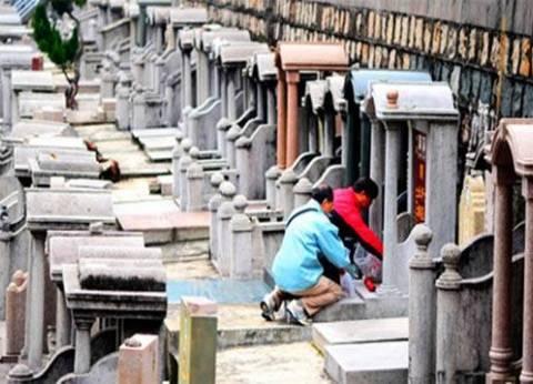 أوراق نقدية وأجهزة كهربائية يحرقها الصينيون لإحياء ذكرى الموتى