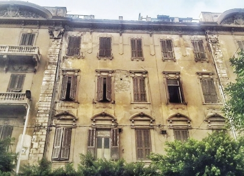 بدء هدم عقار تاريخى عمره 128 عاماً بوسط الإسكندرية