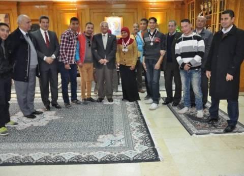 رئيس جامعة المنيا يكرم طلاب ذوي الاحتياجات الخاصة المشاركين في البطولة البارالمبية