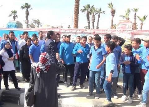 مسيرات لطلاب المدارس بالسويس لحث المواطنين على المشاركة في الانتخابات