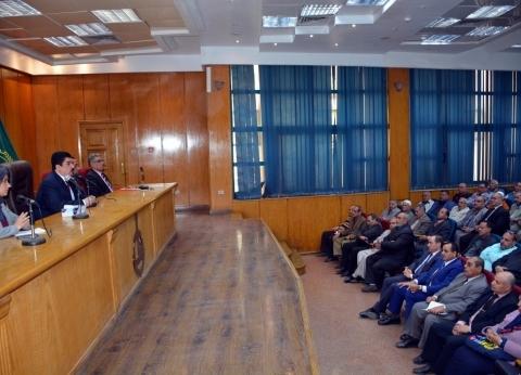 محافظ القليوبية يجتمع بالجمعيات الأهلية للحث على المشاركة في التعديلات