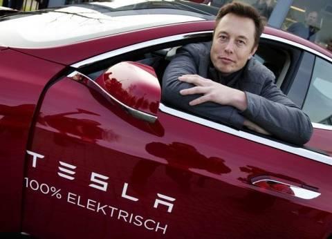 """صاحب شركة """"تيسلا"""" يرسل سيارته لـ""""المريخ"""" يناير المقبل"""